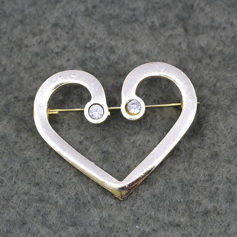 Stok Adeti : 240  Ürün Adı: Kalp Desenli Taşlı Broş:Kullanım Alanları: Takı, Aksesuar, Dekorasyon